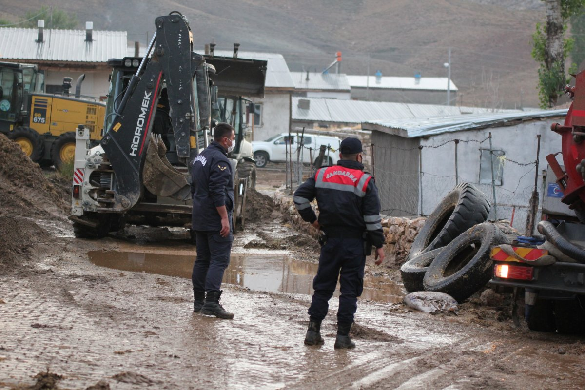 Kayseri'de 50 haneli mahalleyi sel bastı #1