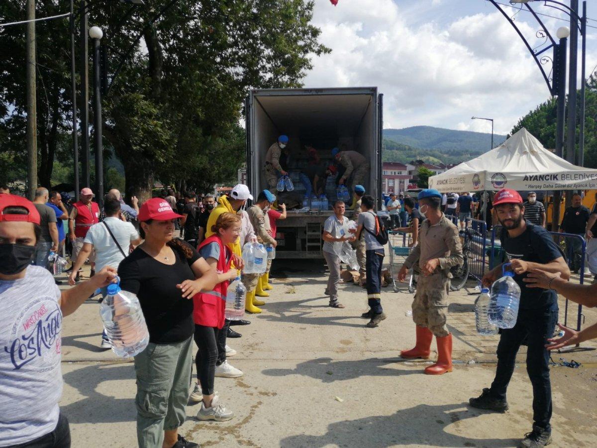Sinop ta yardım için insan zinciri yapıldı #1