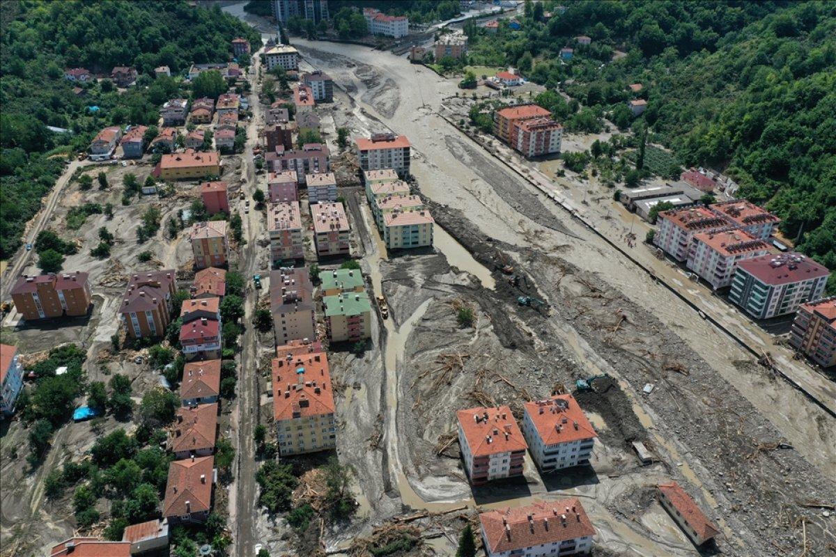 Kastamonu nun Bozkurt ilçesinde selin yol açtığı tahribat havadan görüntülendi #1