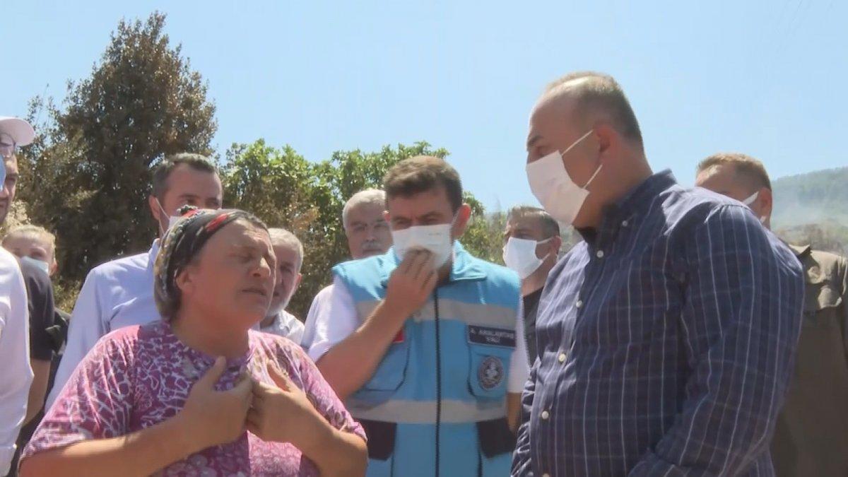 Mevlüt Çavuşoğlu na sarılıp ağlayan yaşlı kadın: Devlet buraya yağmur gibi yağdı #4