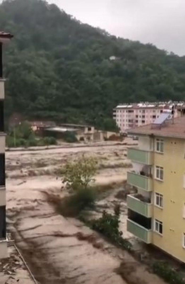 Kastamonu da dehşet anları: Sel suları bir kişiyi böyle yuttu #2
