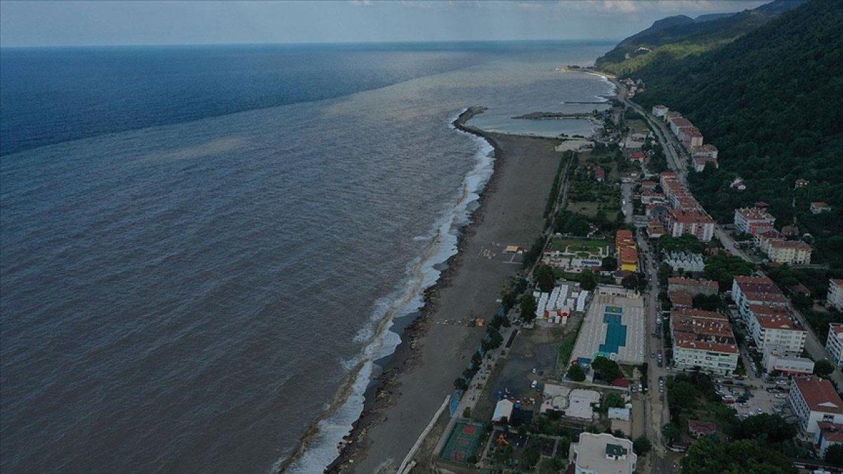 Bozkurt taki sel nedeniyle Karadeniz in rengi kahverengiye döndü #1