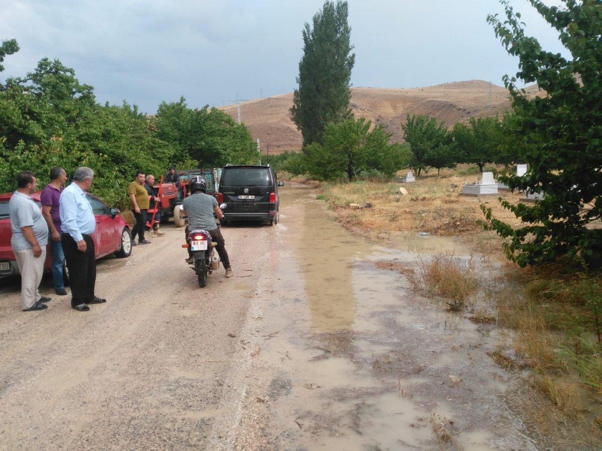 Malatya da sel nedeniyle kapanan yol ulaşıma açıldı #3