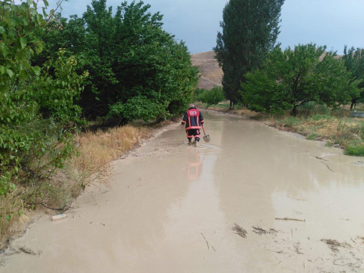 Malatya da sel nedeniyle kapanan yol ulaşıma açıldı #2