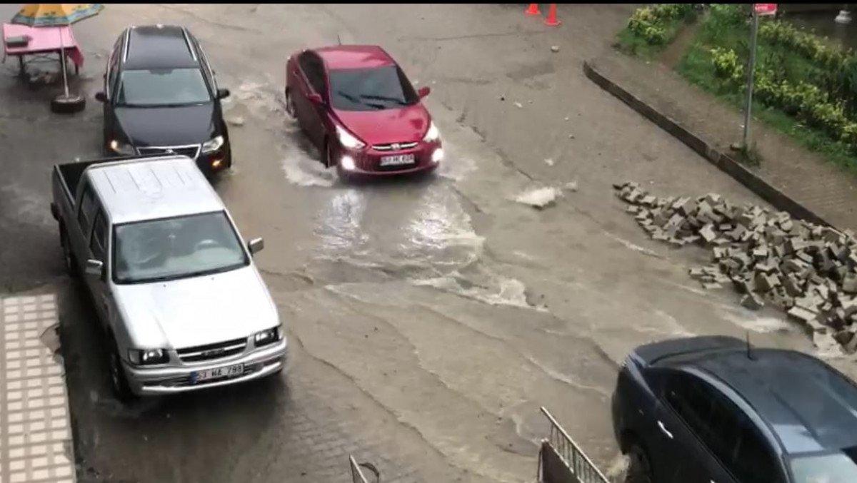 Rize de sağanak yağış yolları göle çevirdi  #1
