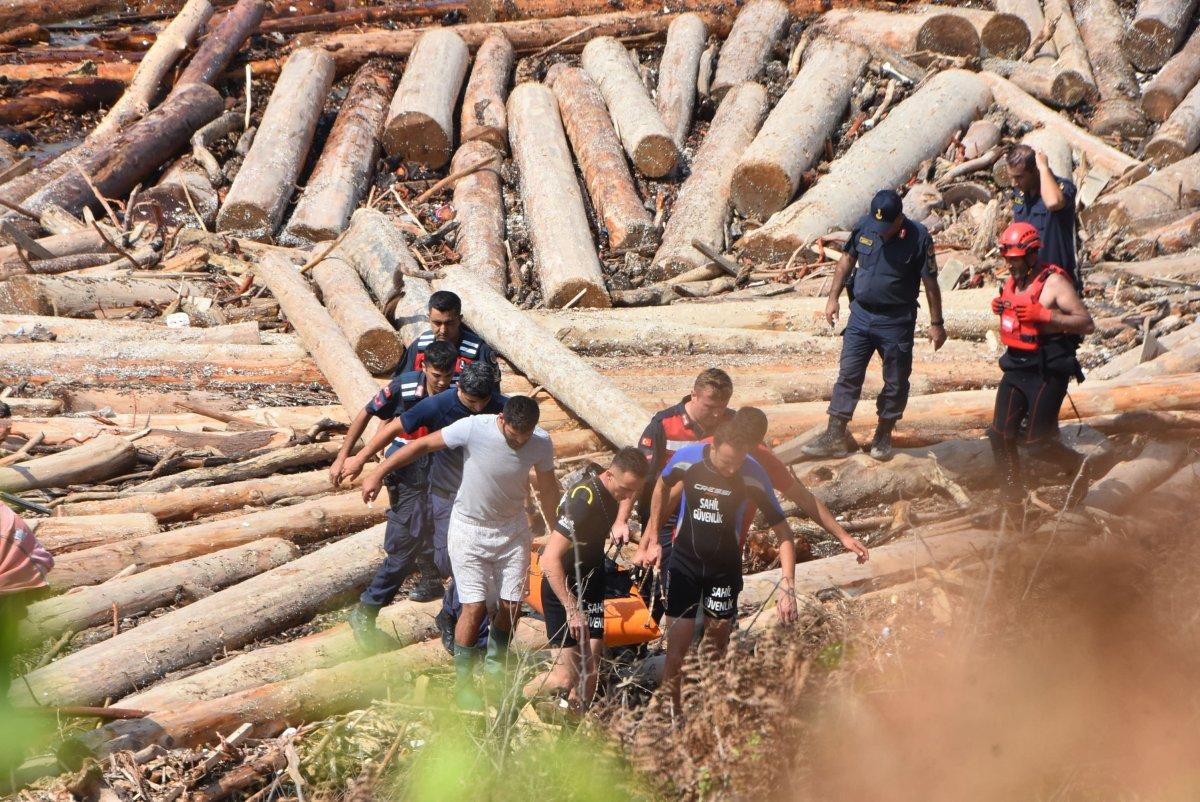 Sinop'ta, tomruklara sıkışan ceset 9 saatte çıkarıldı  #4