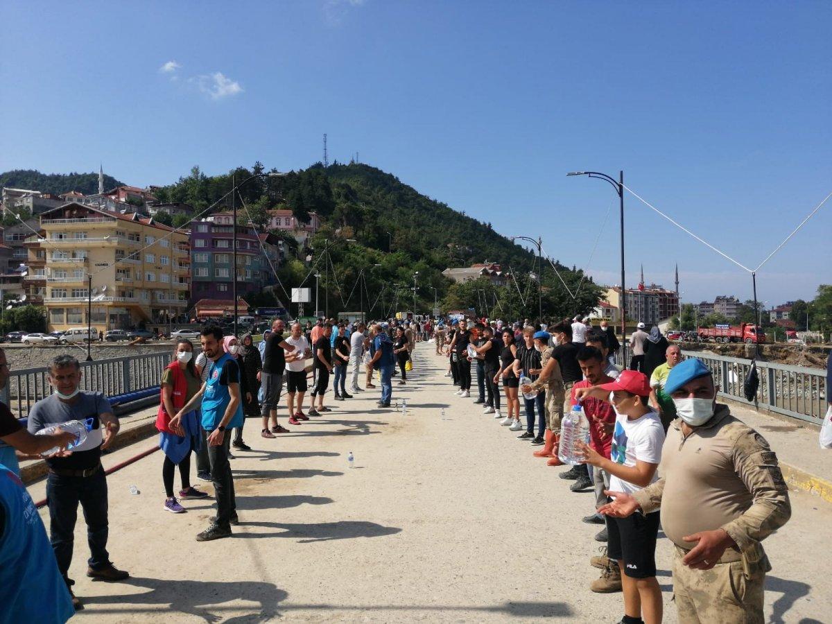 Sinop ta yardım için insan zinciri yapıldı #2
