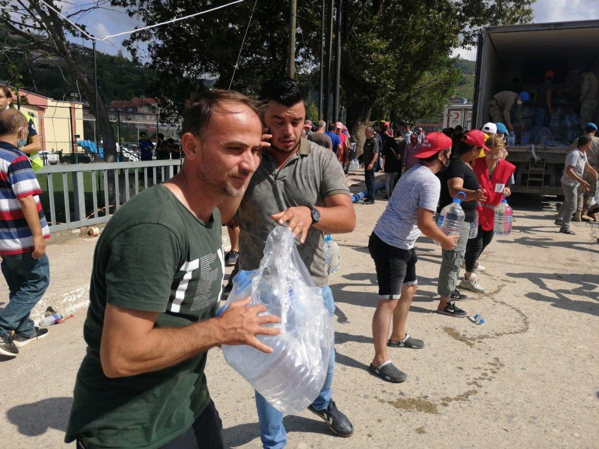 Sinop ta yardım için insan zinciri yapıldı #3