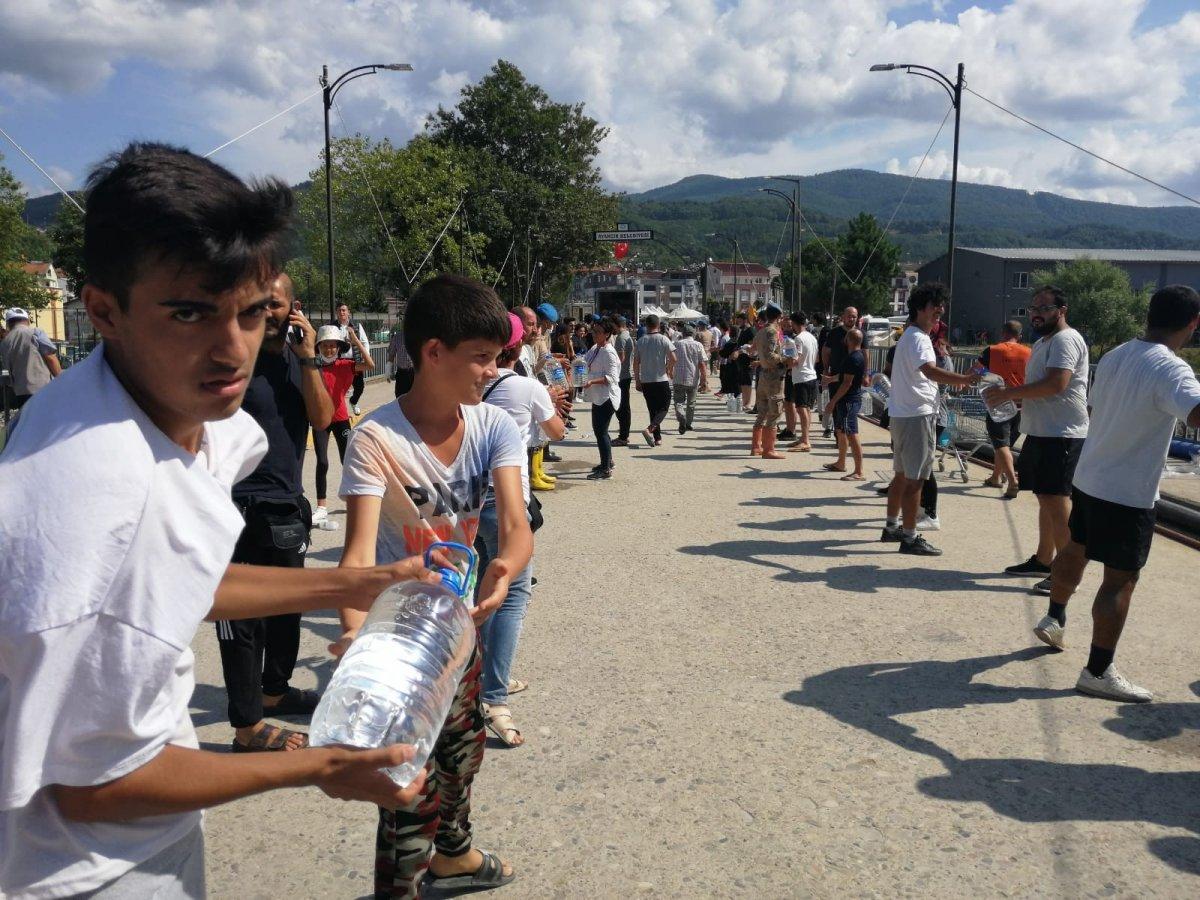 Sinop ta yardım için insan zinciri yapıldı #6