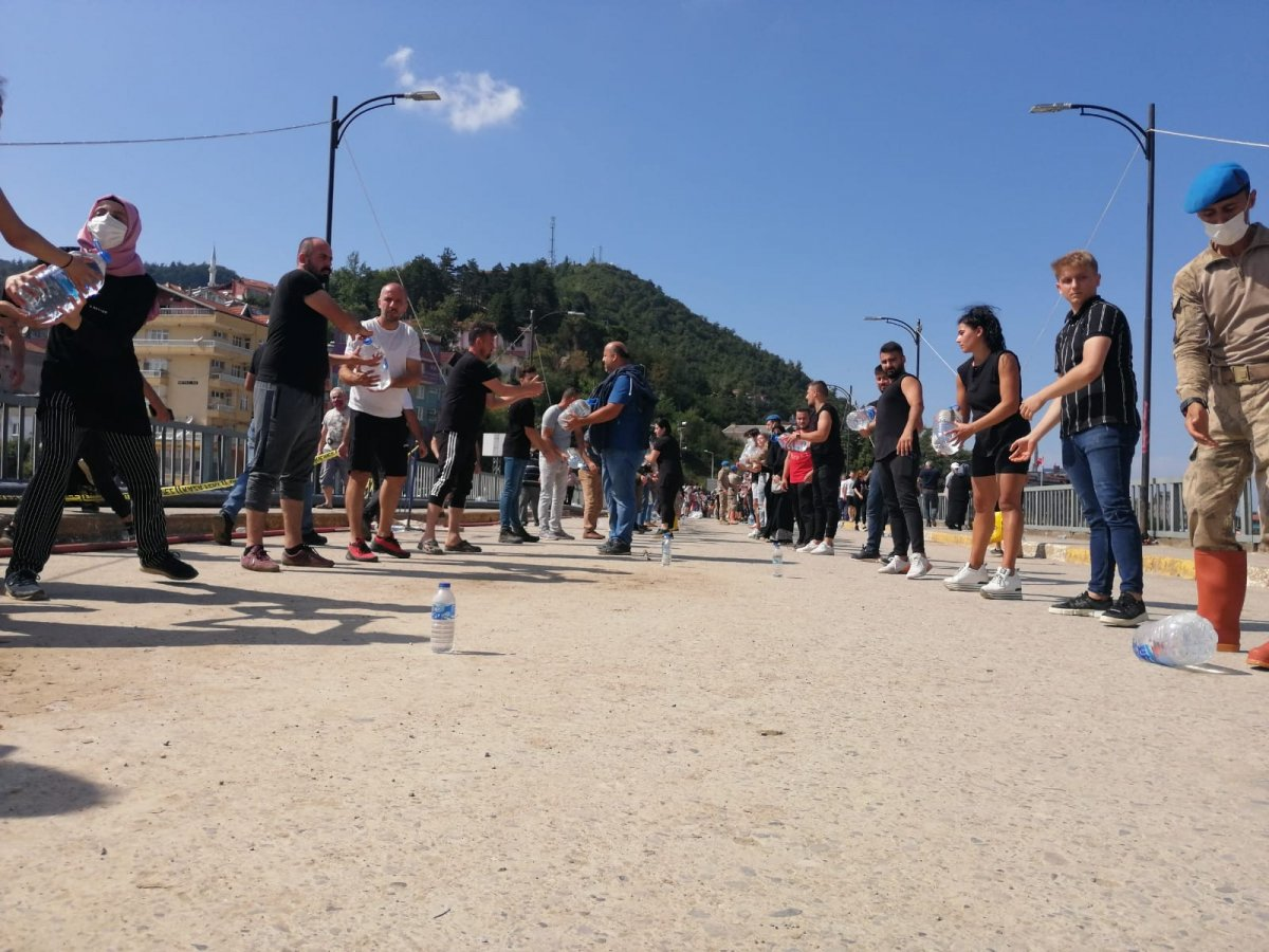 Sinop ta yardım için insan zinciri yapıldı #4