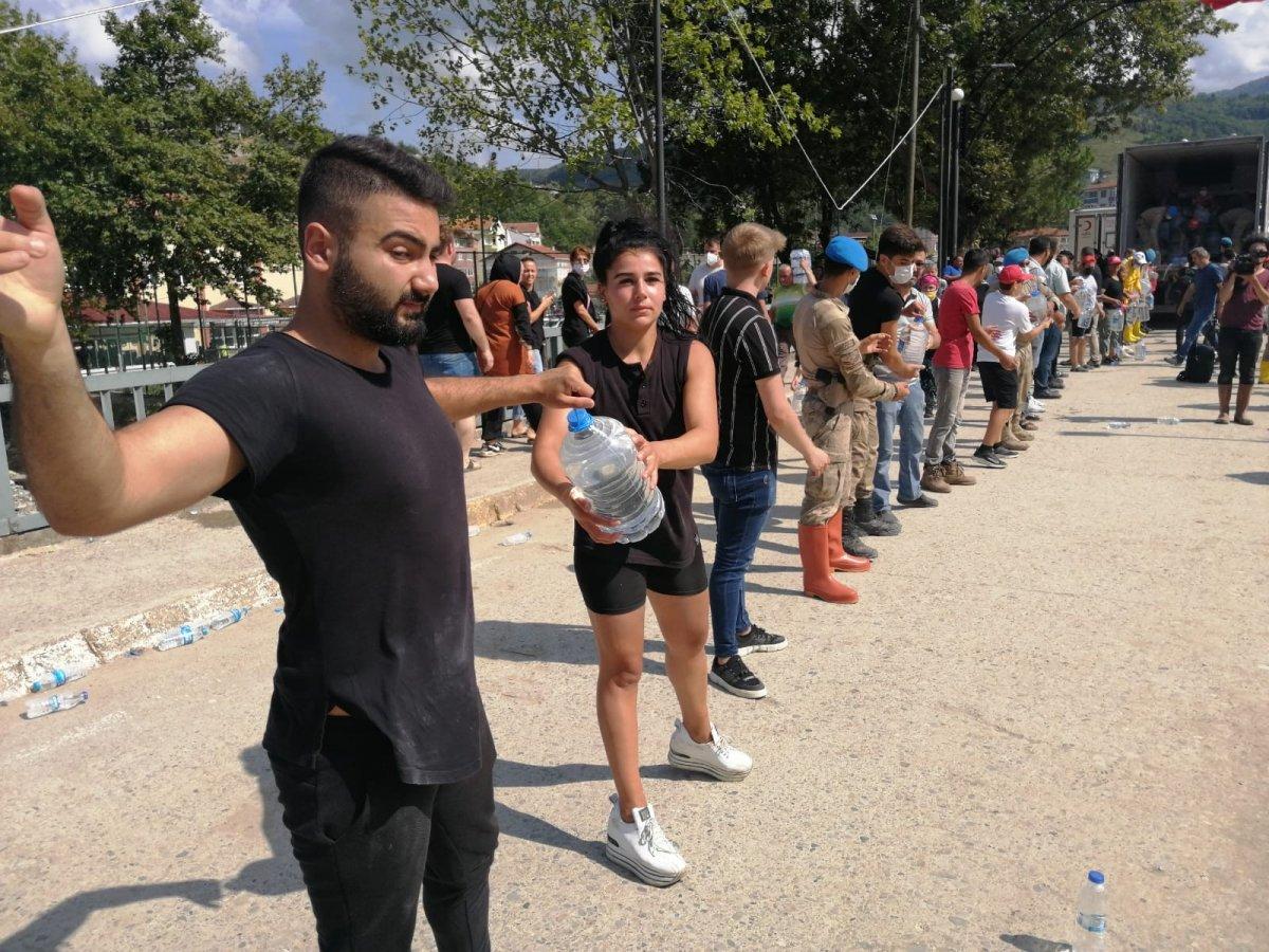 Sinop ta yardım için insan zinciri yapıldı #5