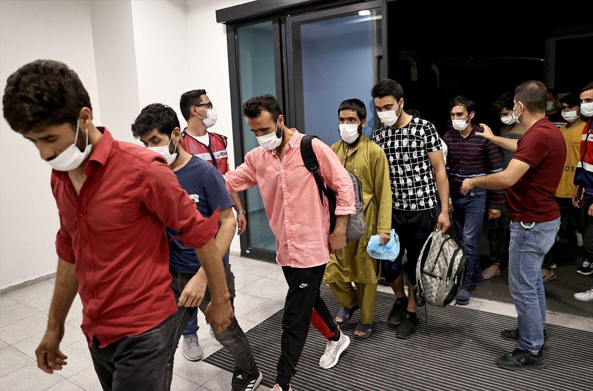 7 ayda 37 bin düzensiz göçmen sınır dışı edildi #2