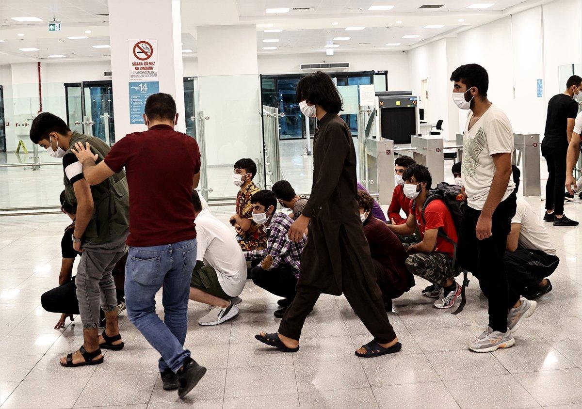 7 ayda 37 bin düzensiz göçmen sınır dışı edildi #3