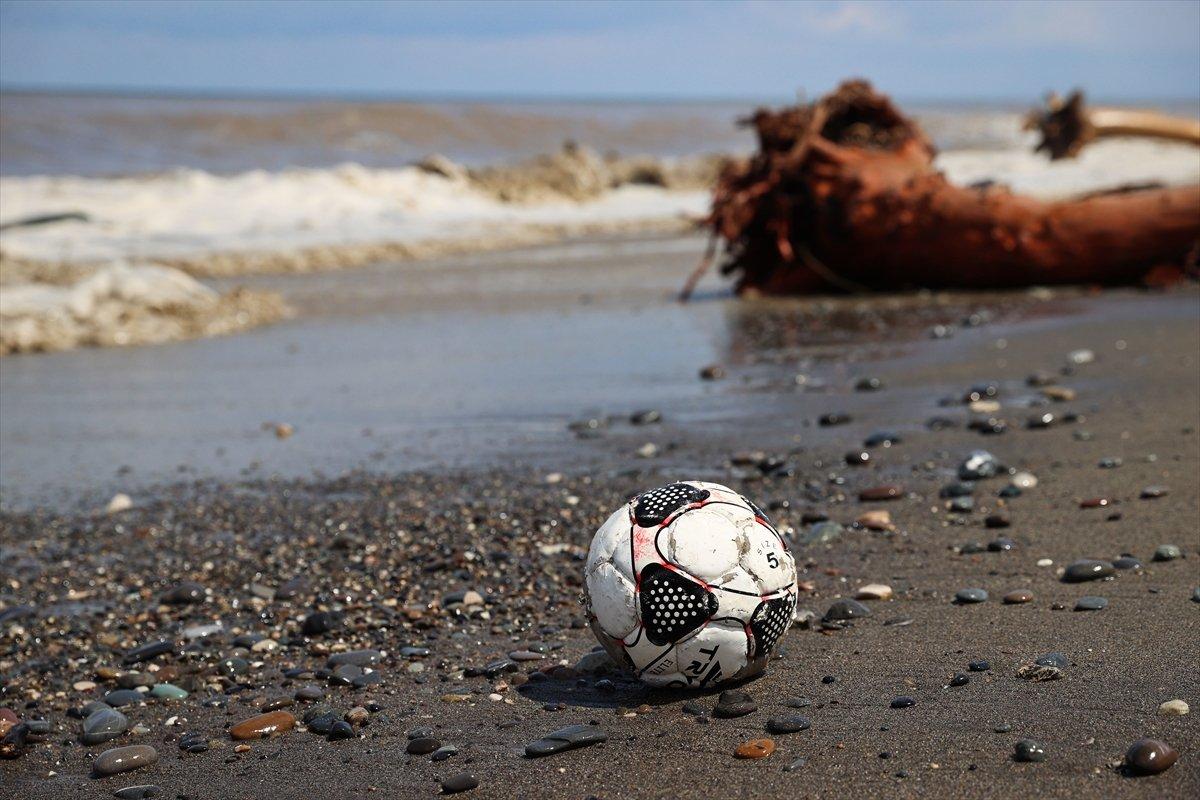 Kastamonu da selin ardından eşyalar sahile vurdu #3