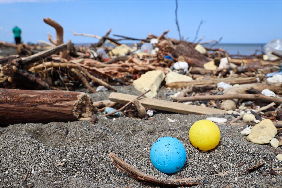 Kastamonu da selin ardından eşyalar sahile vurdu #6
