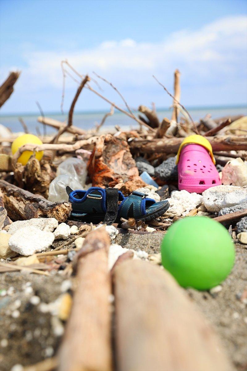 Kastamonu da selin ardından eşyalar sahile vurdu #14