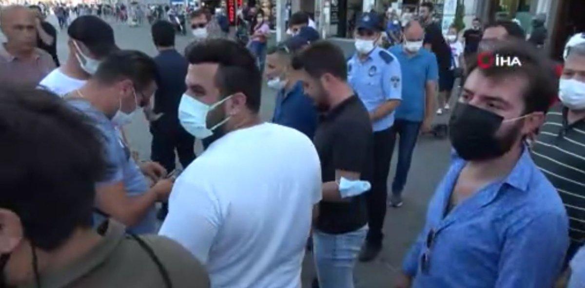 Taksim'de, İBB zabıtası kadına uçan tekme attı #7