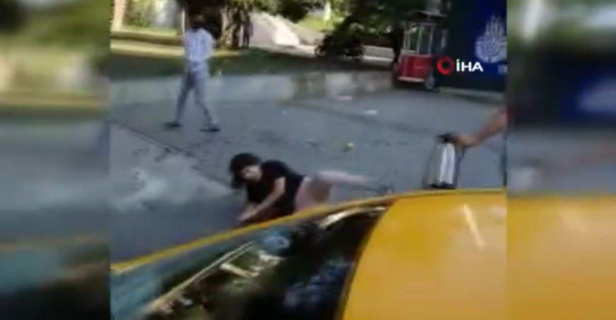 Taksim'de, İBB zabıtası kadına uçan tekme attı #5