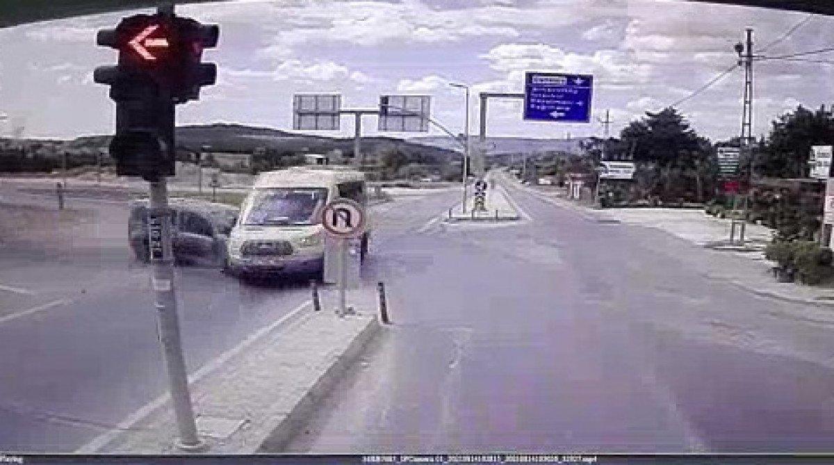 İstanbul da yolcu minibüsü ile hafif ticari araç çarpıştı: 6 yaralı #2