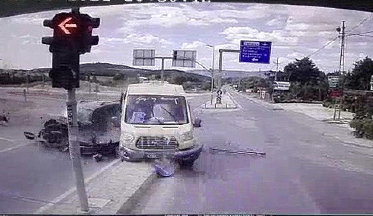 İstanbul da yolcu minibüsü ile hafif ticari araç çarpıştı: 6 yaralı #3