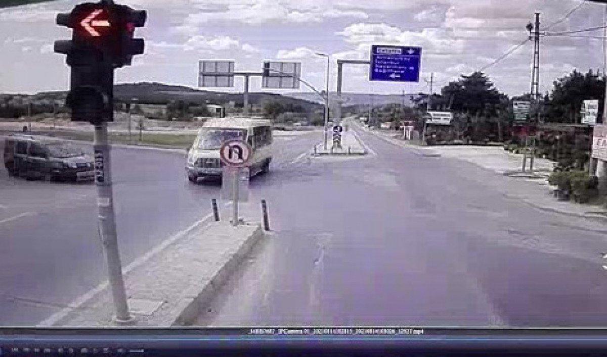 İstanbul da yolcu minibüsü ile hafif ticari araç çarpıştı: 6 yaralı #1