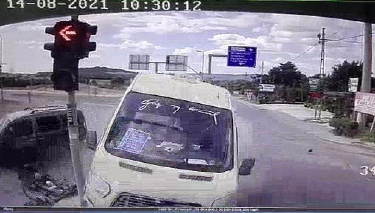 İstanbul da yolcu minibüsü ile hafif ticari araç çarpıştı: 6 yaralı #4