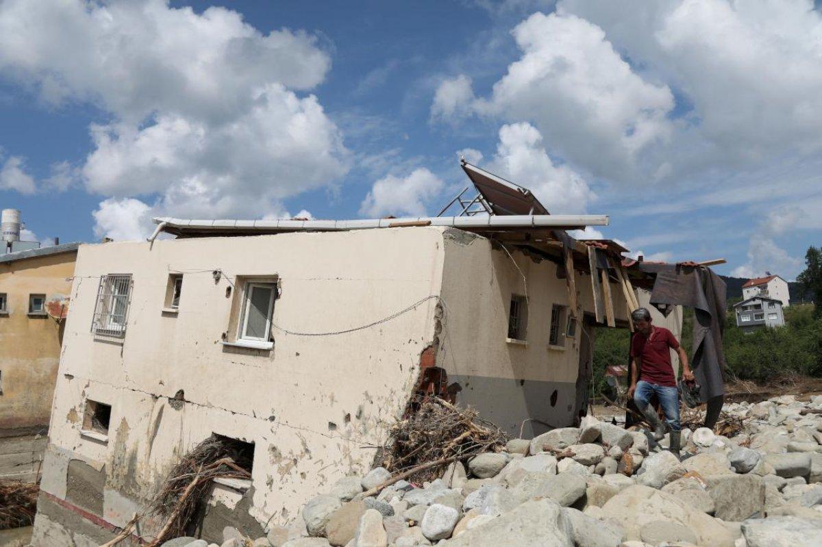 Sinop ta sel nedeniyle 40 ev yıkıldı #1
