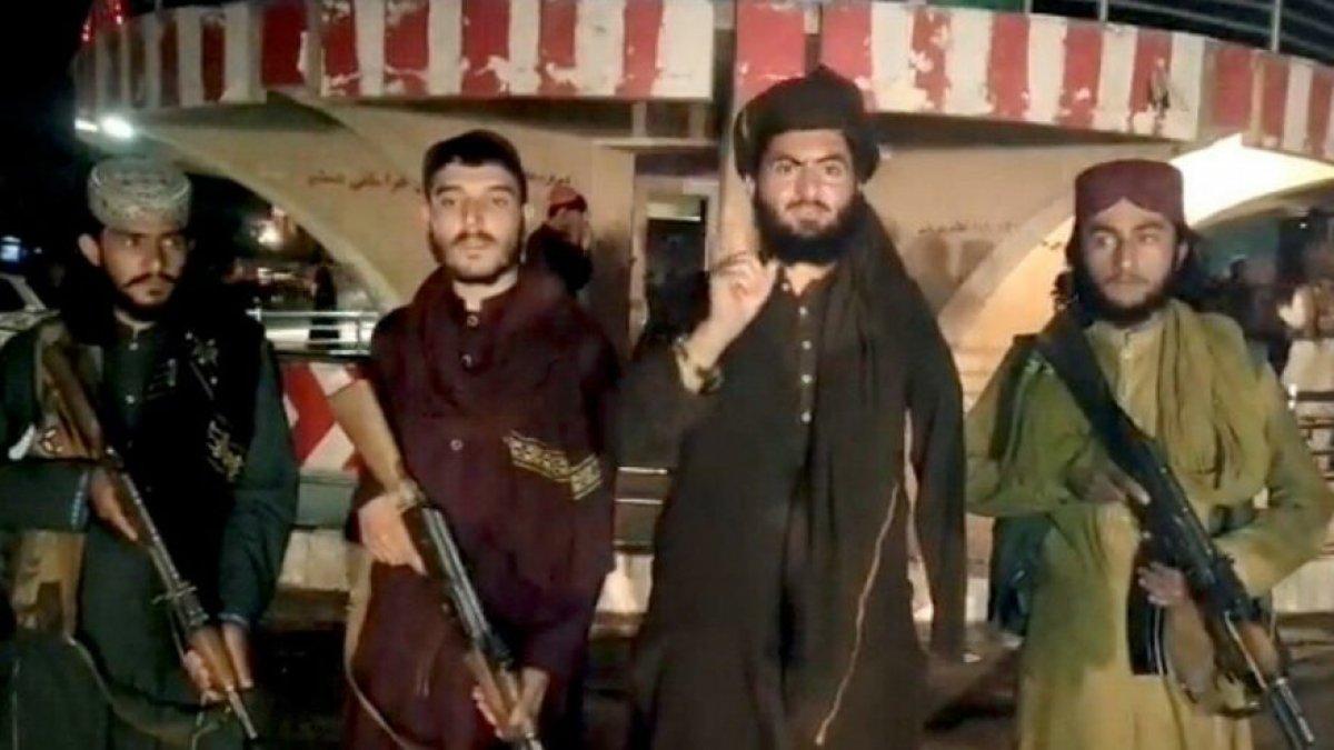 Afganistan İçişleri Bakanlığı: Taliban başkent Kabil e girdi #3