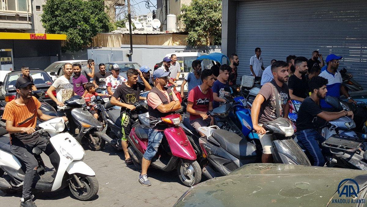 Lübnan da akaryakıt ve ekmek kuyrukları #1