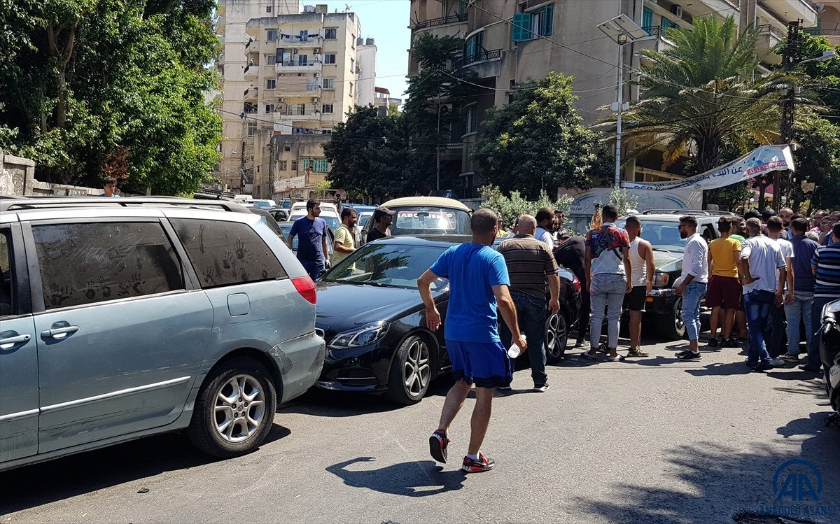 Lübnan da akaryakıt ve ekmek kuyrukları #9