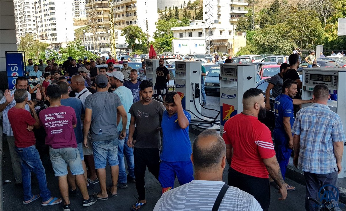 Lübnan da akaryakıt ve ekmek kuyrukları #5