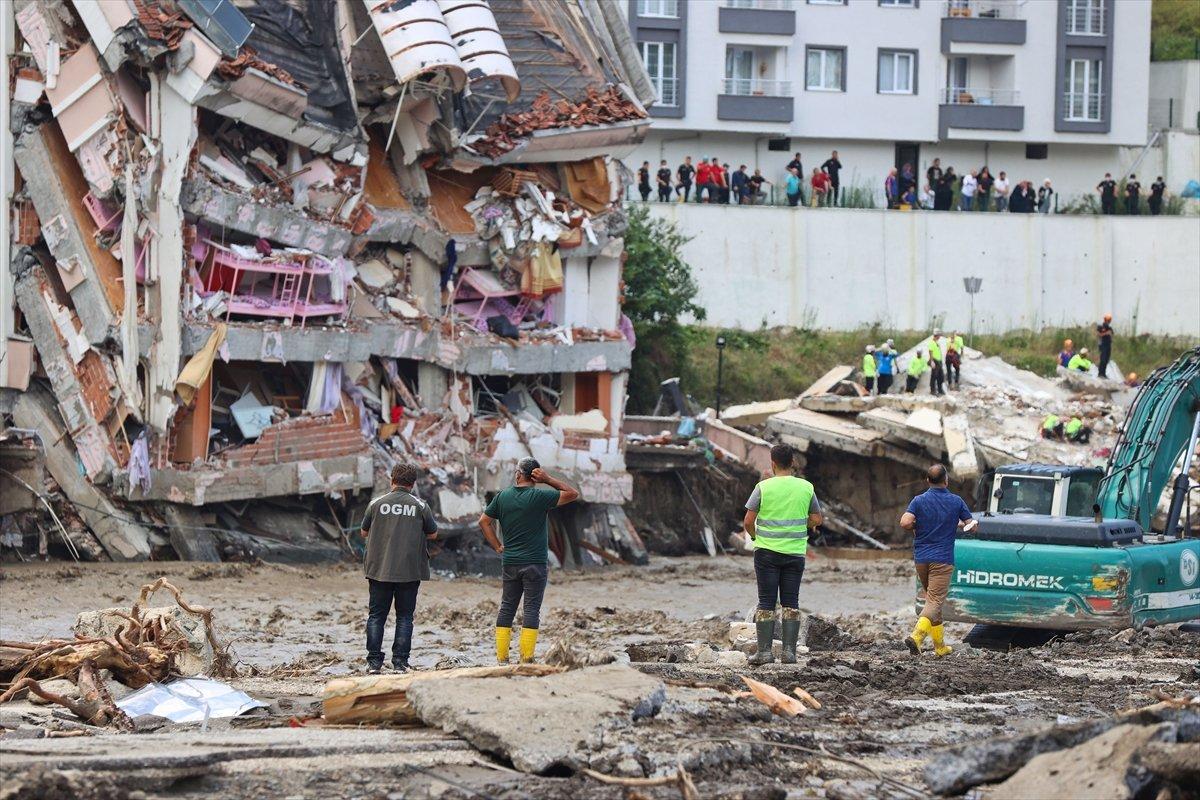 Sel felaketinde yıkılan bir binanın müteahhidi hakkında gözaltı kararı #1