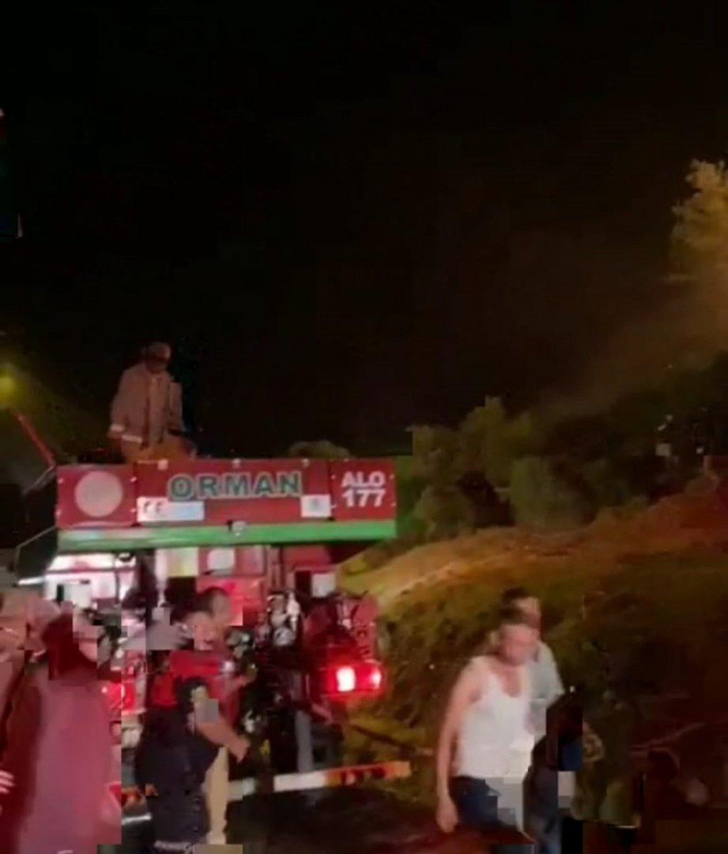 Muğla da araçta başlayan yangın ormana sıçradı #1