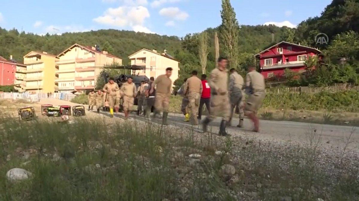 Sinop ta köylere helikopterle erzak taşınıyor #10