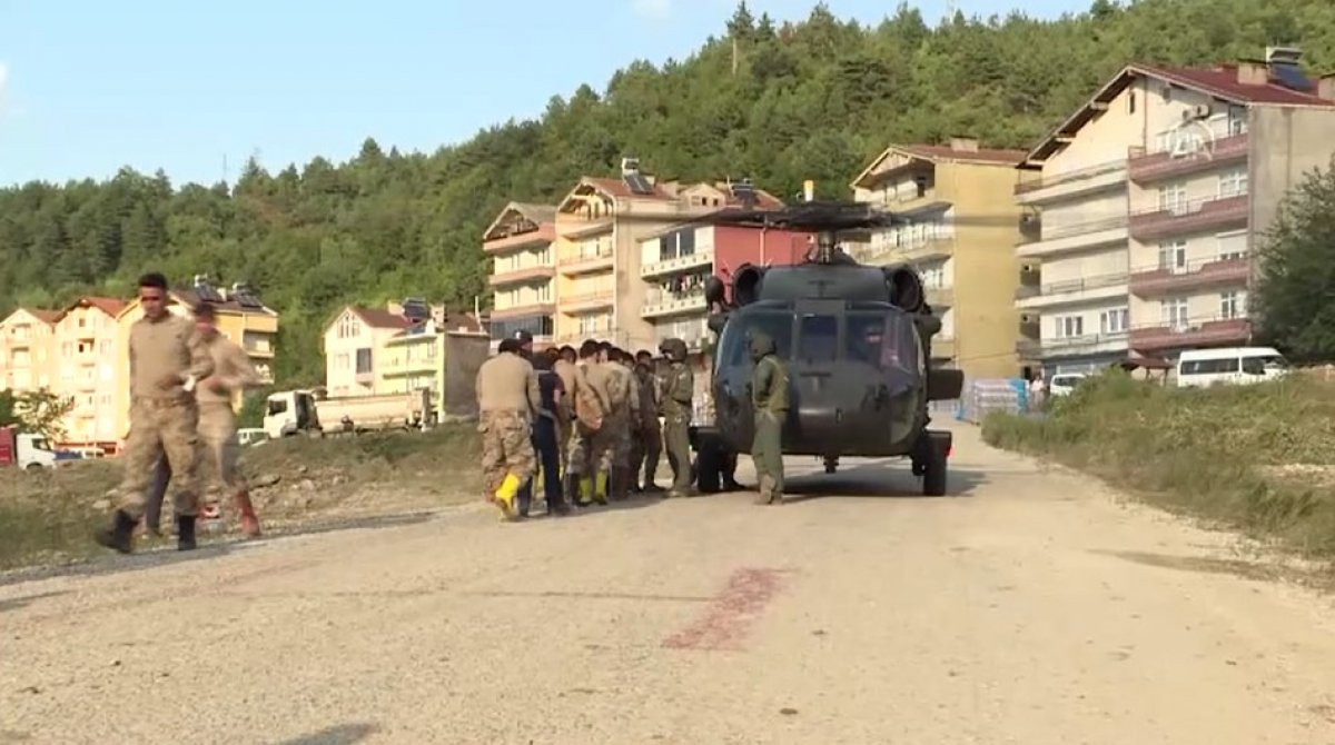 Sinop ta köylere helikopterle erzak taşınıyor #12