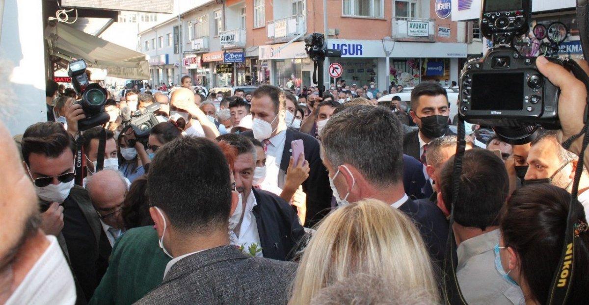 Meral Akşener'in Bayburt ziyaretinde vatandaşlarla partililer arasında arbede #4