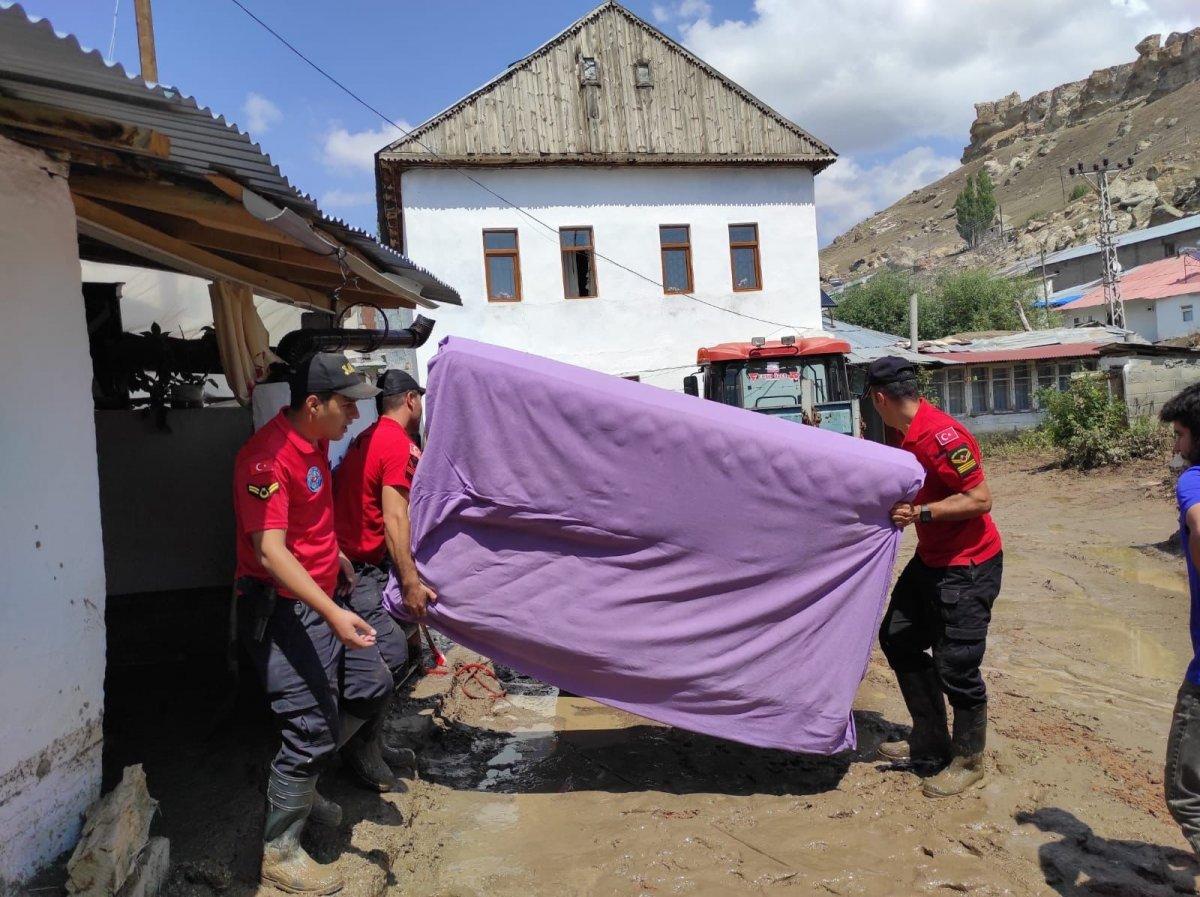 Kars'ta, jandarma ve komandolar sel bölgesinde  #12