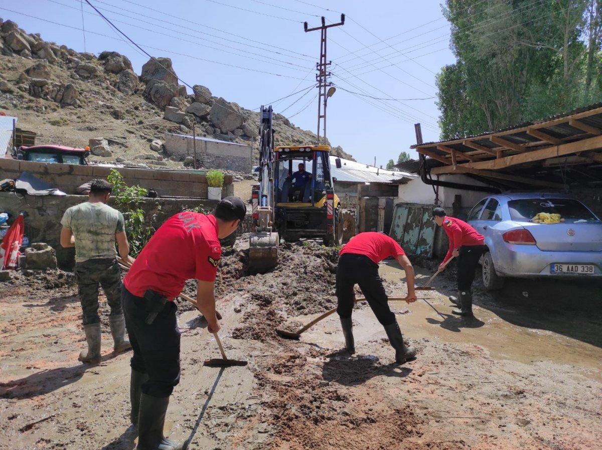 Kars'ta, jandarma ve komandolar sel bölgesinde  #9