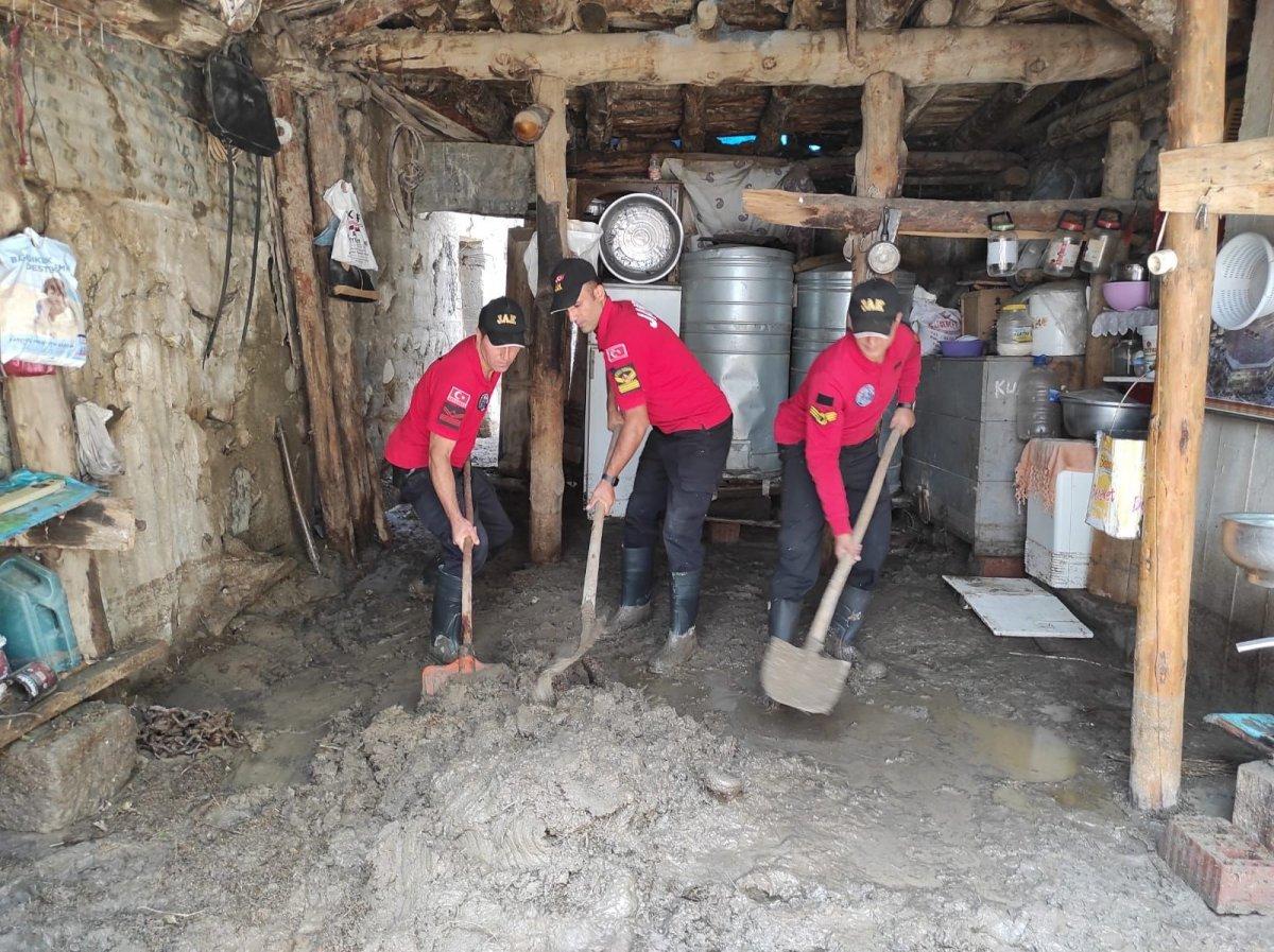 Kars'ta, jandarma ve komandolar sel bölgesinde  #7