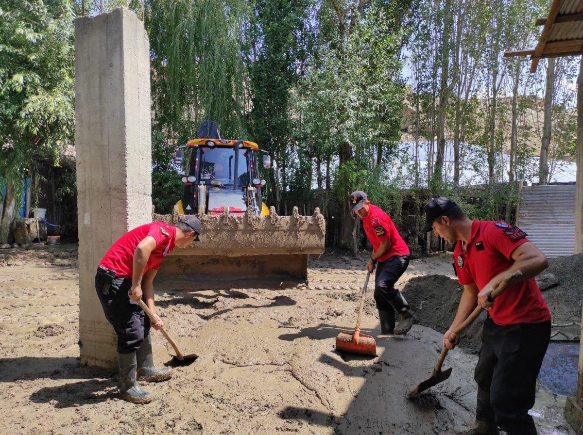 Kars'ta, jandarma ve komandolar sel bölgesinde  #5