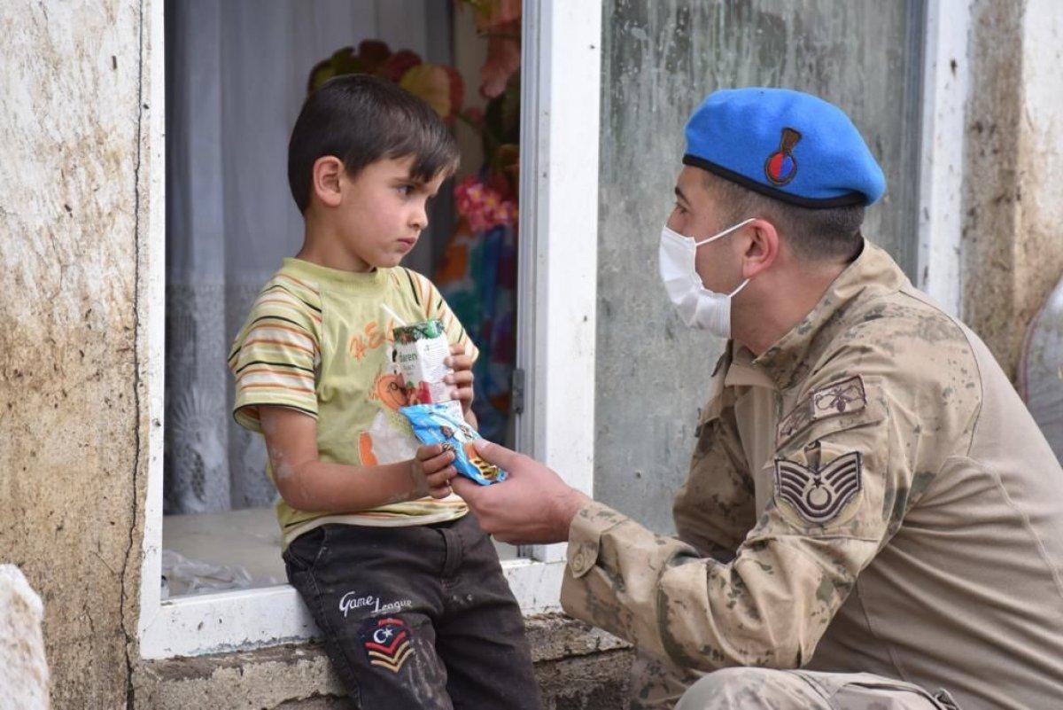 Kars'ta, jandarma ve komandolar sel bölgesinde  #1