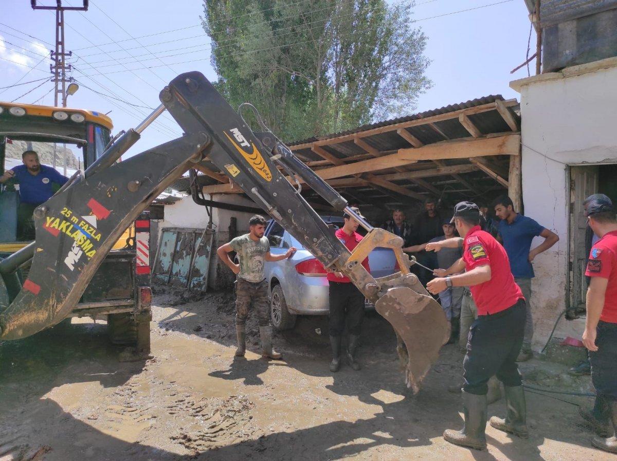 Kars'ta, jandarma ve komandolar sel bölgesinde  #6