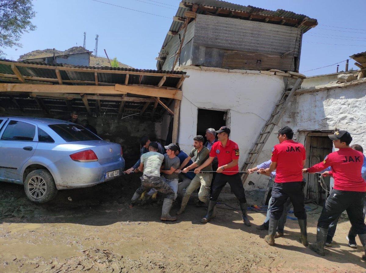Kars'ta, jandarma ve komandolar sel bölgesinde  #11