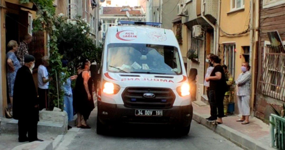 İstanbul da evde fenalaşan kadını itfaiye ekipleri kurtardı #4