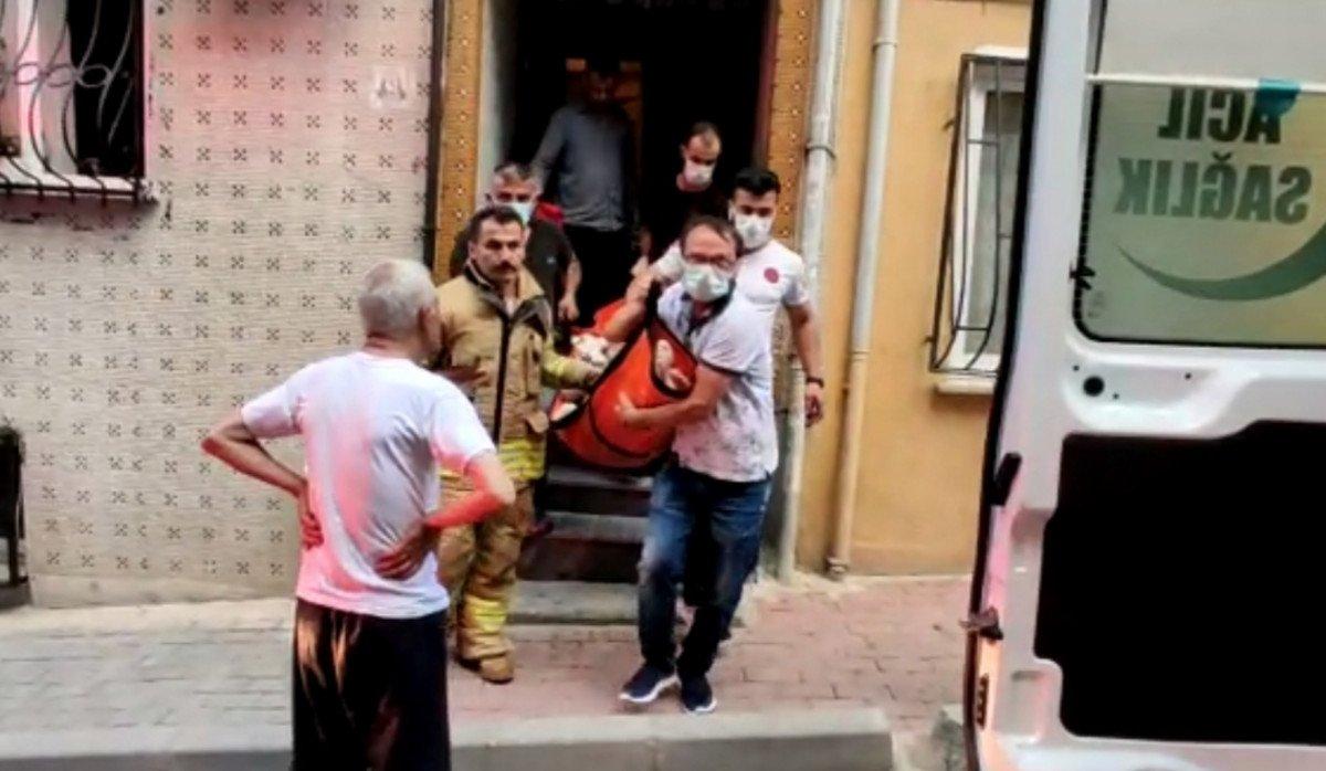 İstanbul da evde fenalaşan kadını itfaiye ekipleri kurtardı #3