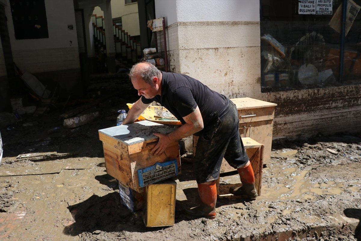 Bozkurt taki sel felaketinde 5 bin 500 arı kovanı hasar aldı #1