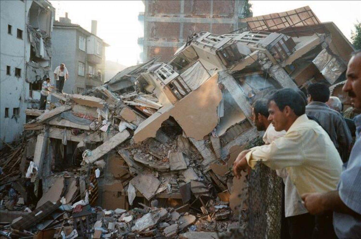 1999 depreminden akıllarda kalan görüntüler #3