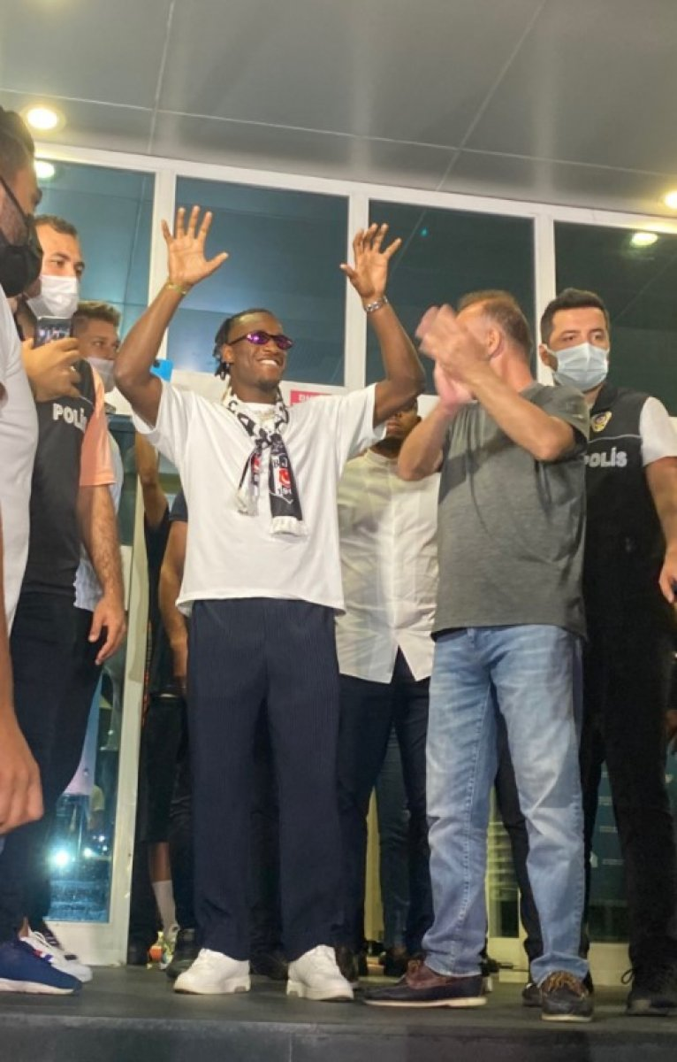 Beşiktaş la anlaşan Michy Batshuayi İstanbul da #3