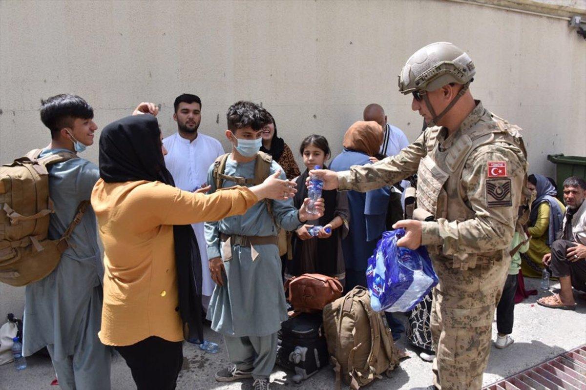Afganistan da Türk vatandaşların tahliyesi sürüyor #5