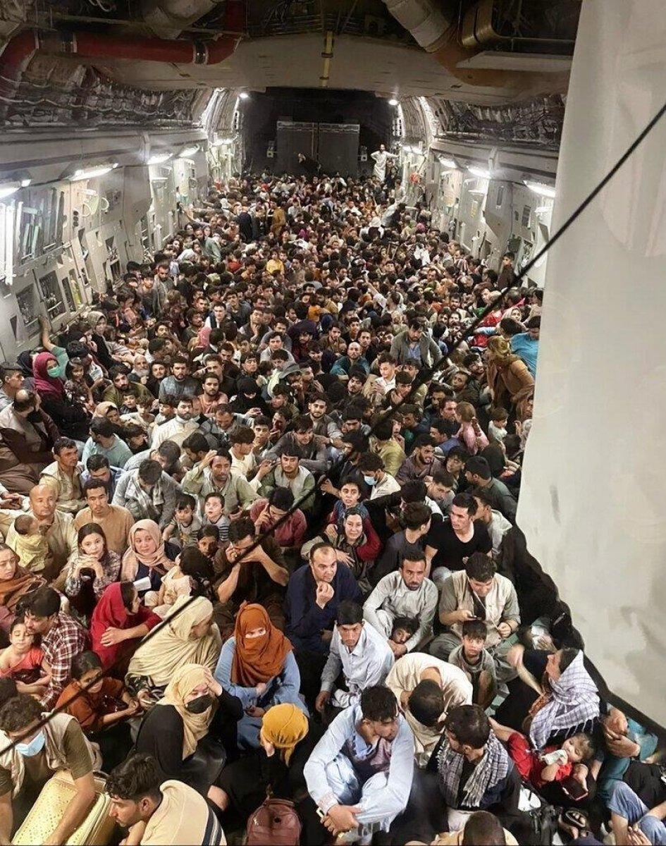 Rusya: Afganları taşıyan ABD uçağı Uganda ya indi #1